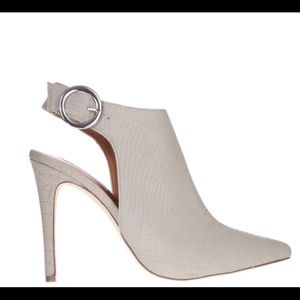 Steve Madden pointed heel with buckle